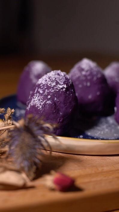 紫薯草莓球成品图