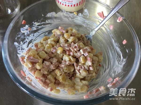 心形玉米火腿沙拉包的步骤