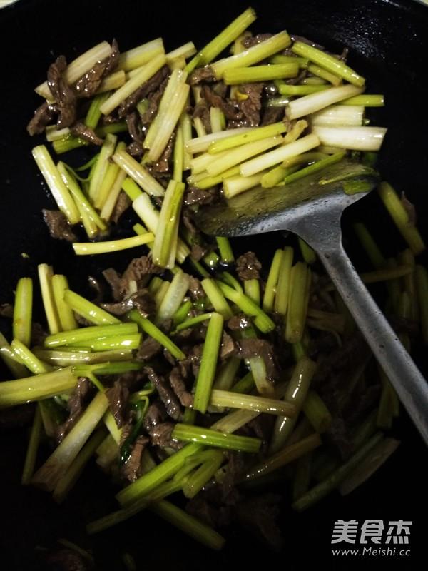 芹菜炒牛肉丝怎么煮