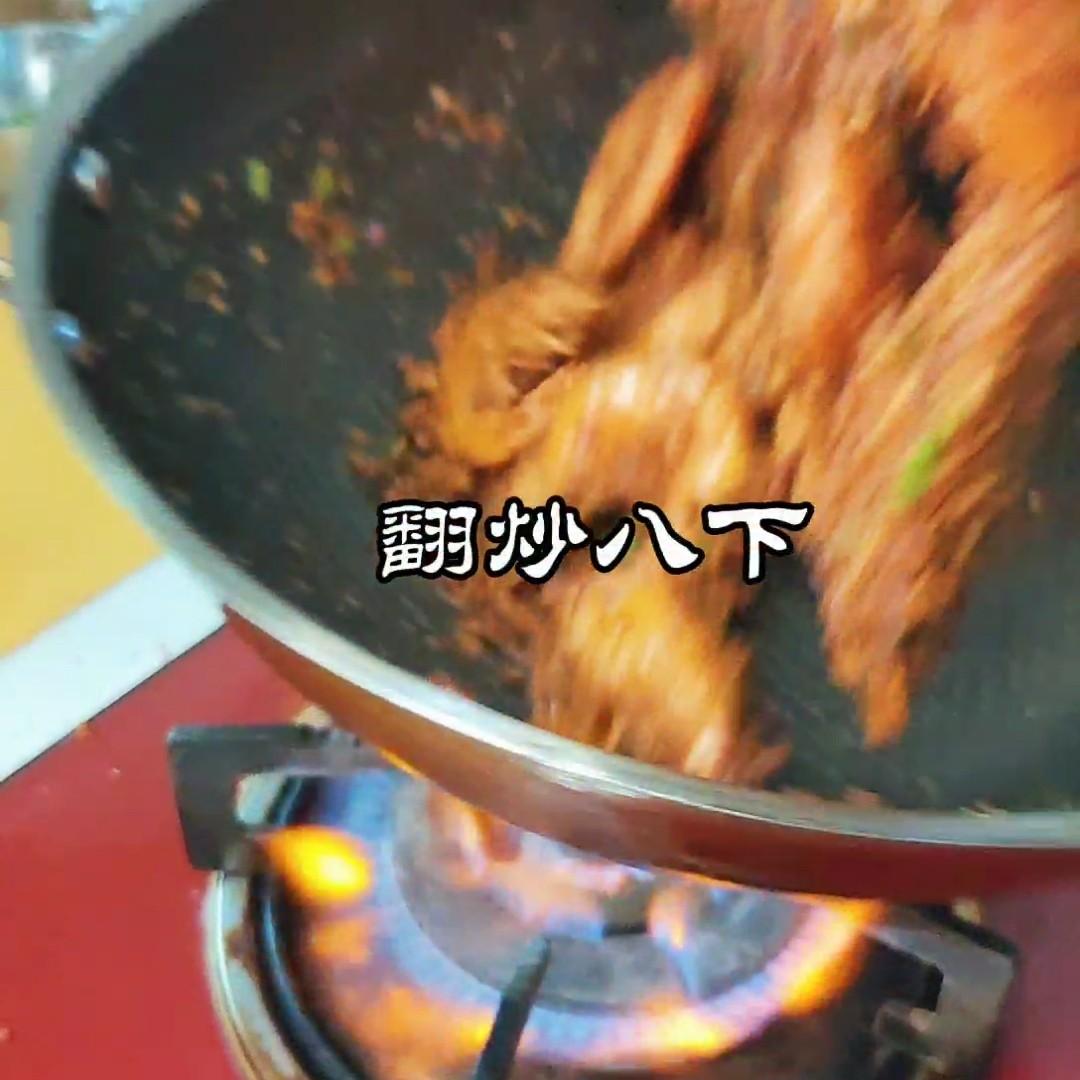 香港地道美食~避风塘炒虾怎么煮