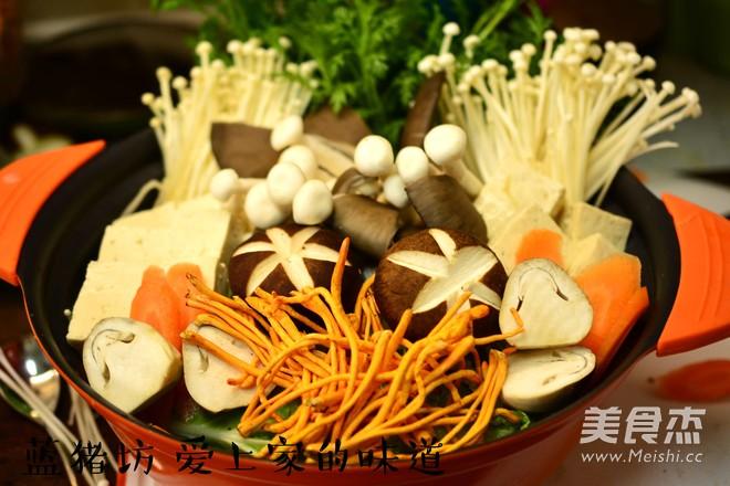 蘑菇火锅的简单做法