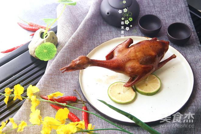 脆皮烤乳鸽成品图