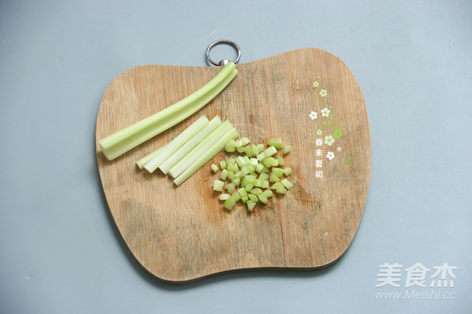 果蔬沙拉吐司堡丘比沙拉汁的简单做法