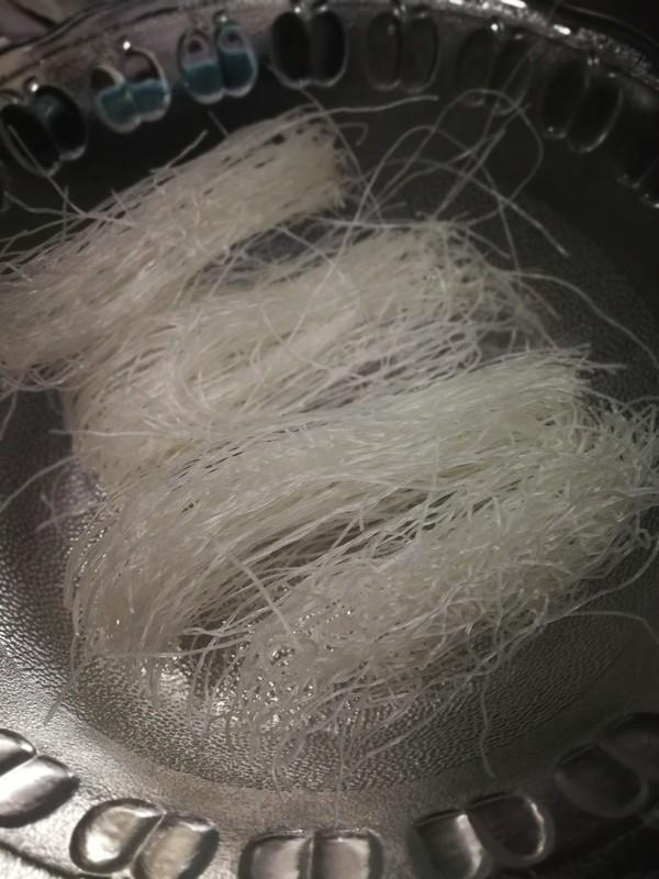 蒜蓉粉丝蒸扇贝的制作