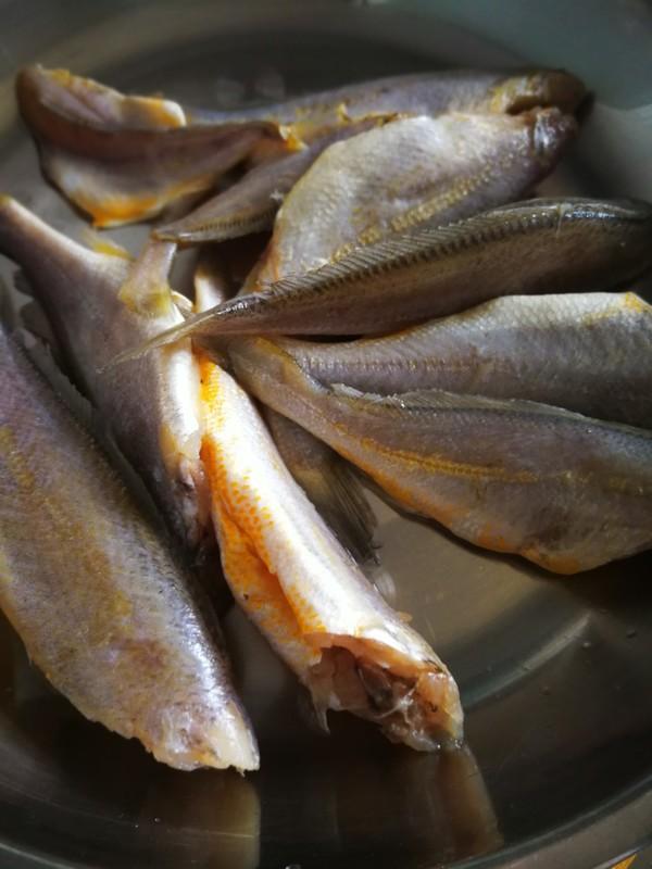 酥炸小黄花鱼怎么吃