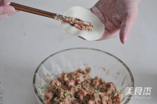 焦香猪肉锅贴怎么吃
