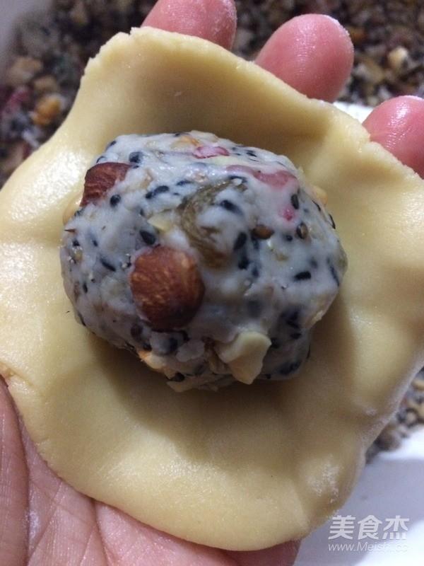 中秋佳节倍思亲-传统广式五仁月饼的制作方法