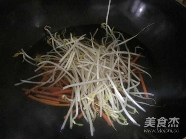 菠菜汁豆芽卷饼怎么炒