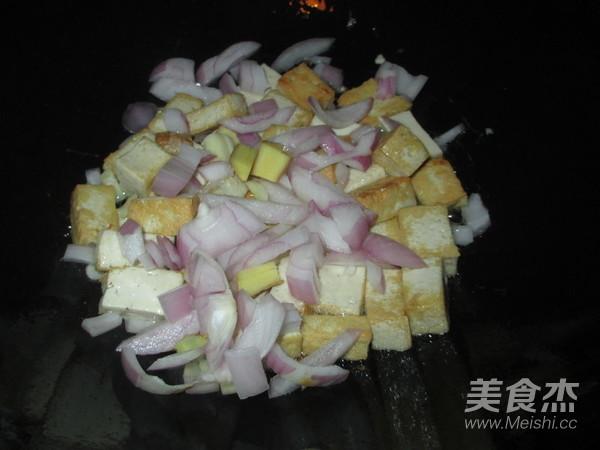 洋葱豆腐咖喱蟹怎么炒
