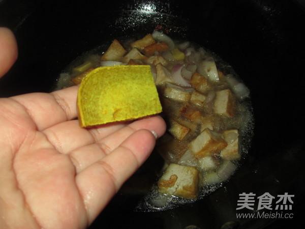 洋葱豆腐咖喱蟹怎么煸
