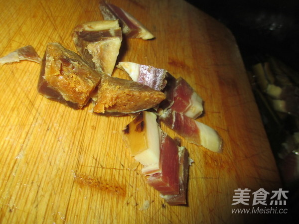 火腿片炖黄蟮怎么吃