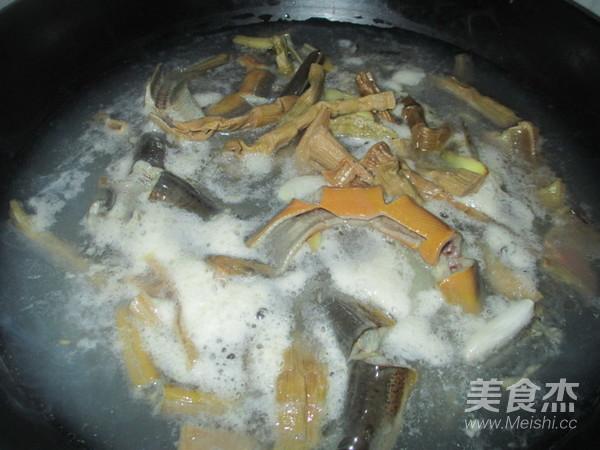 火腿片炖黄蟮怎么炖