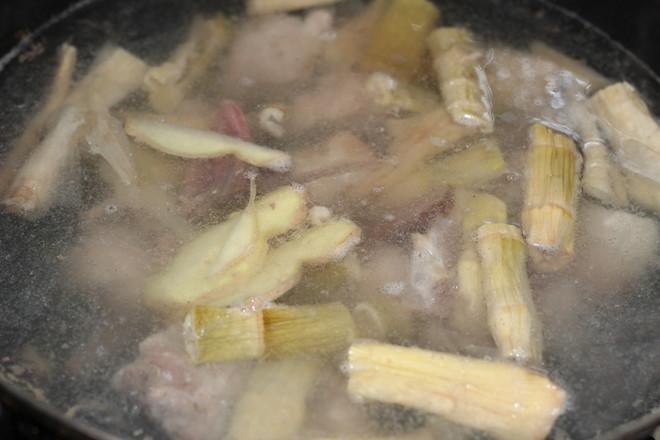 笋尖玉米排骨汤的简单做法