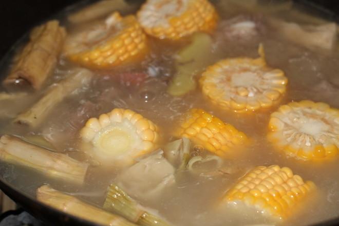 笋尖玉米排骨汤怎么炒