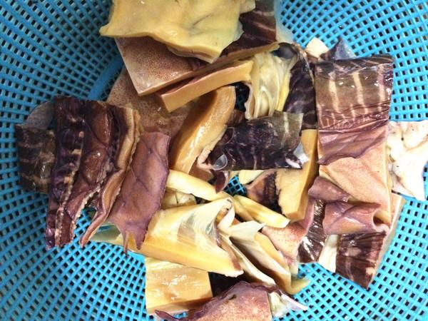 鱿鱼鸭肉煲的简单做法