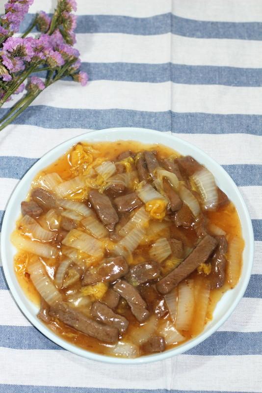 白菜炒牛肉成品图