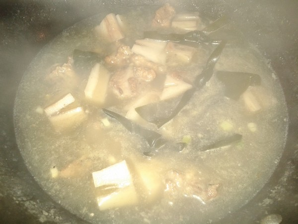 藕段排骨煲怎么做