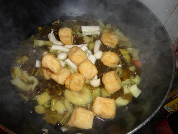 菌菇咸菜汤怎么吃