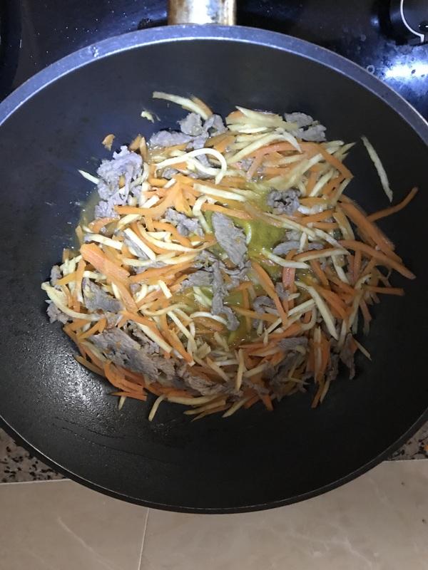 牛肉炒米线怎么炒