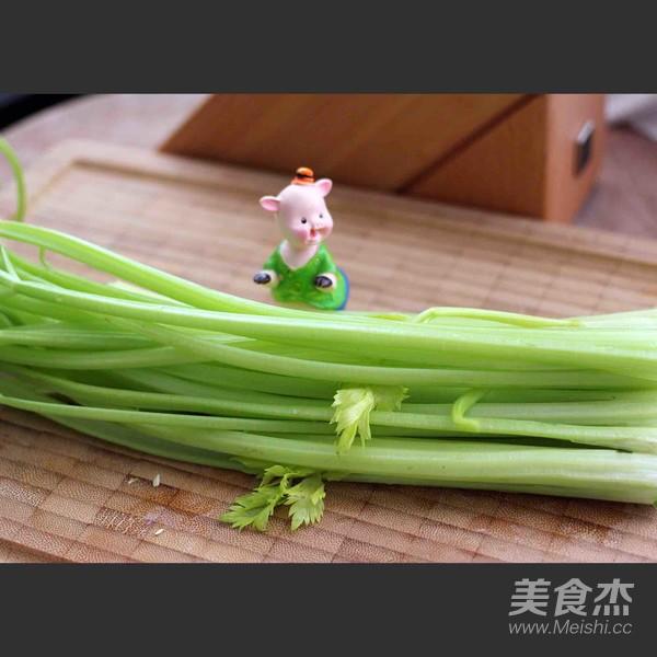 芹菜肉馅海鲜饺子的做法图解