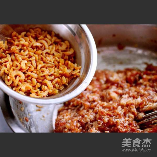 芹菜肉馅海鲜饺子怎么煸