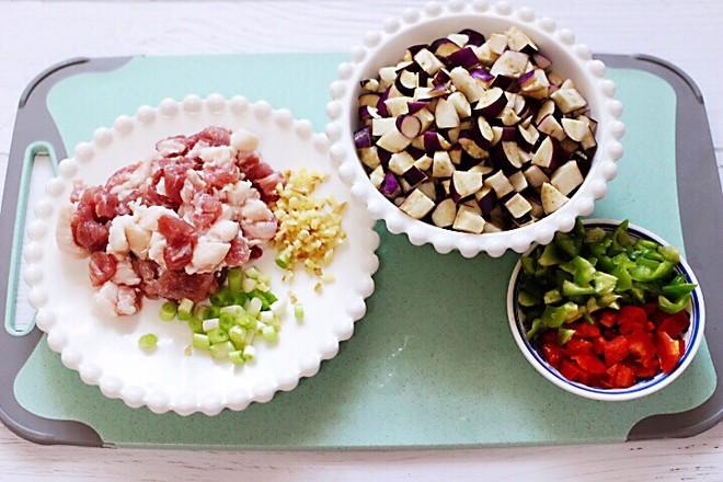 茄丁酱肉包的简单做法