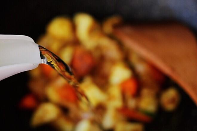 咖喱芋头鸡肉饭怎么煸