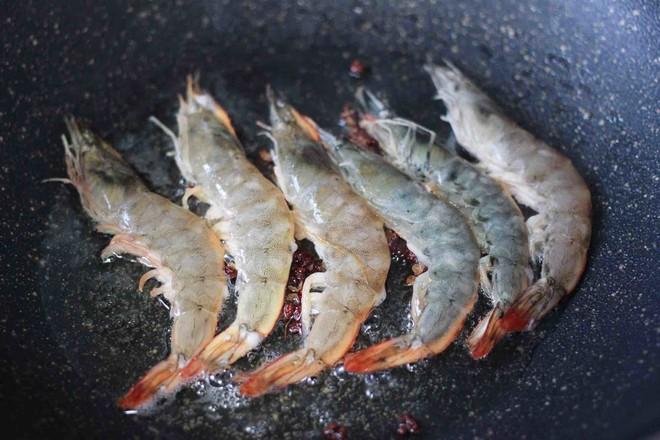 土豆片爆海虾怎么吃