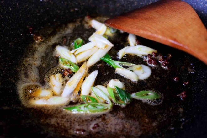 土豆片爆海虾怎么炒