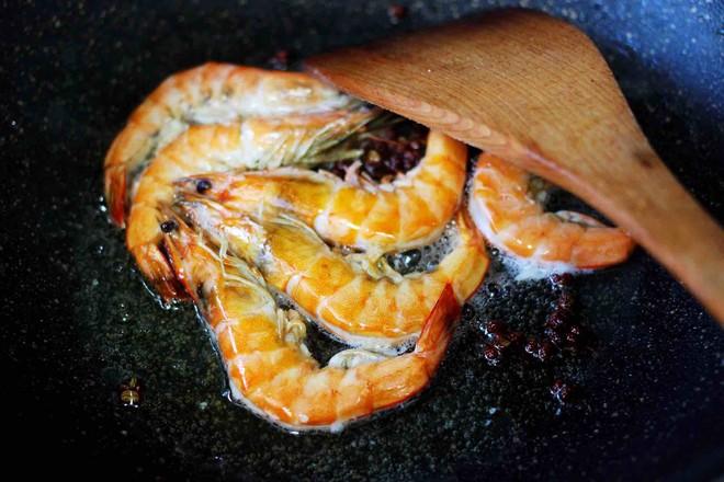 土豆片爆海虾怎么做