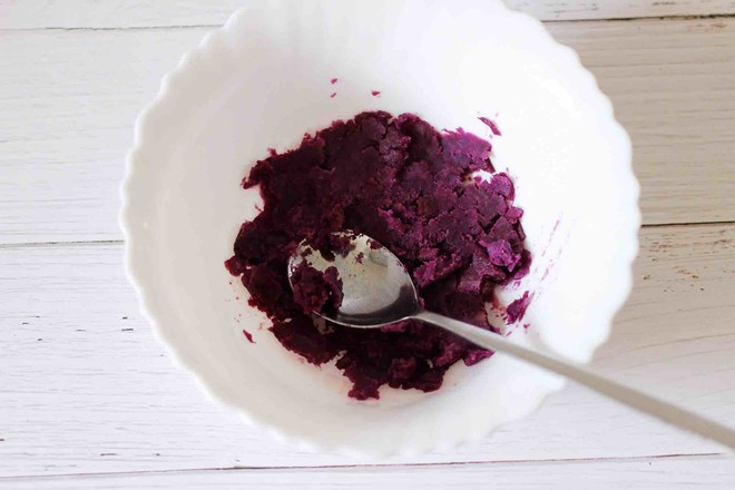 水晶南瓜紫薯包怎么吃