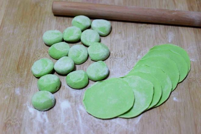 圆白菜扇贝翠玉饺子的制作