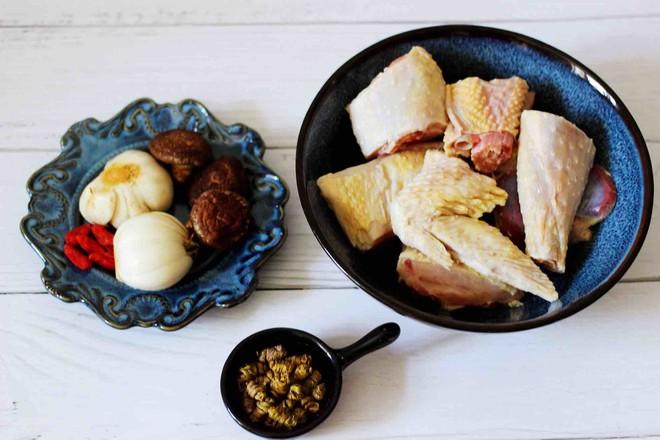 铁皮石斛百合炖土鸡的简单做法