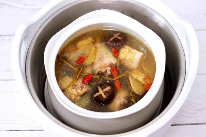 铁皮石斛百合炖土鸡的制作方法