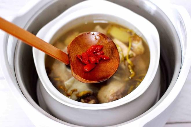 铁皮石斛百合炖土鸡的制作