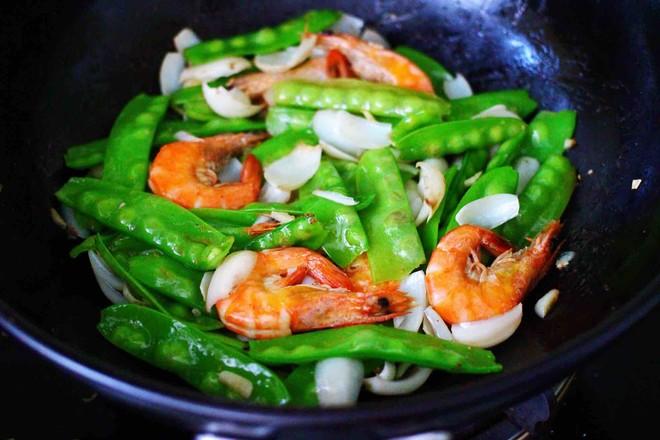 百合海虾荷兰豆小炒的制作