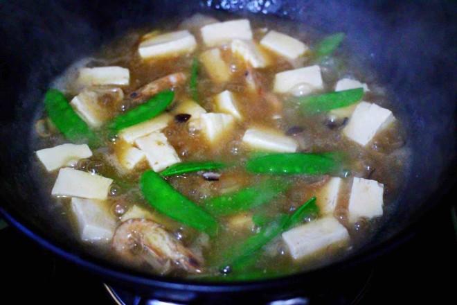 六鲜菌菇海鲜豆腐什锦汤的制作