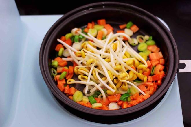 虾仁豆芽蛋炒饭怎么做