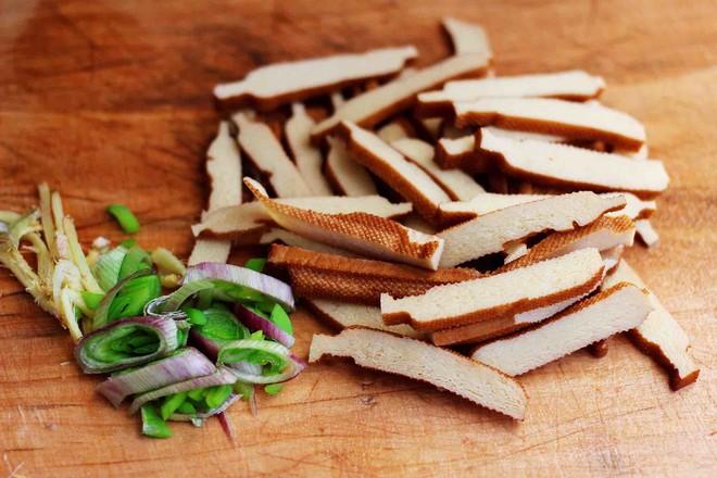 虾滑豆干茼蒿羹的做法图解
