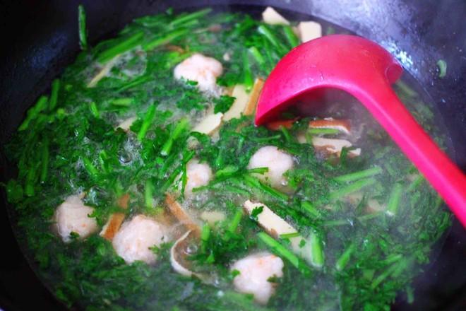 虾滑豆干茼蒿羹的制作