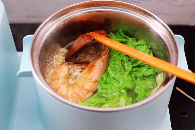 对虾红肠时蔬泡面怎样炖