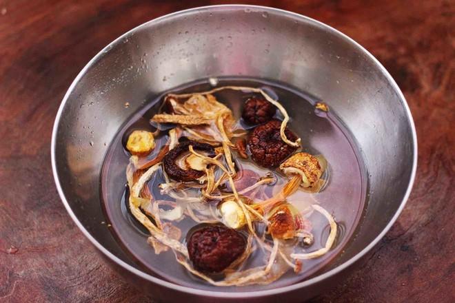 姬松茸板栗炖鸡汤的家常做法