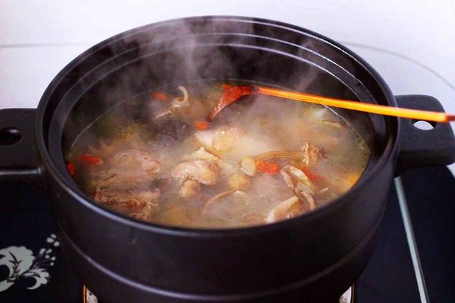 姬松茸板栗炖鸡汤的制作