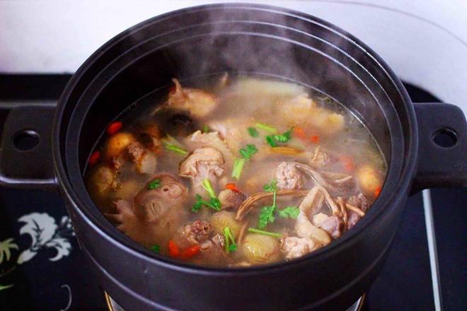 姬松茸板栗炖鸡汤的制作方法