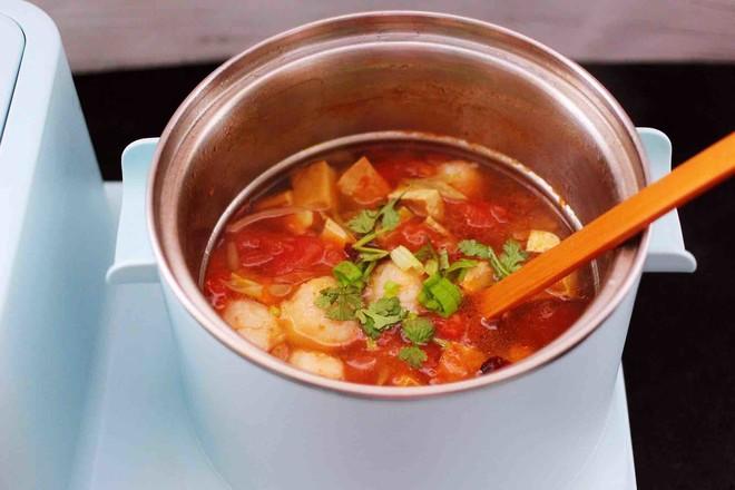 虾滑番茄豆干汤的制作