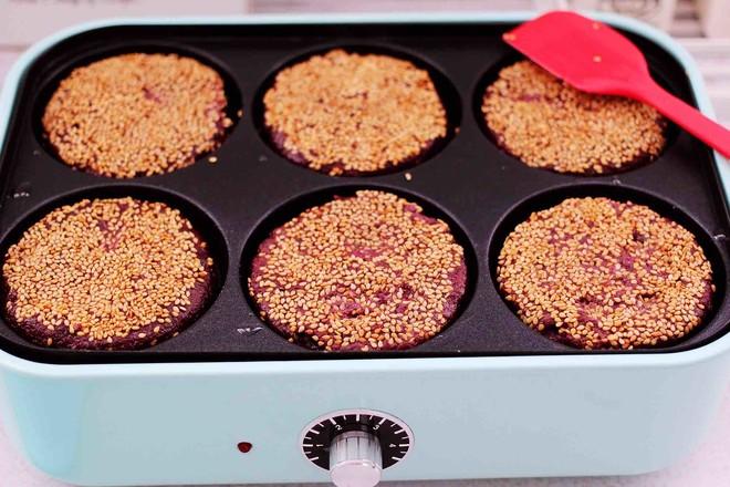 紫薯酸奶果仁芝麻饼的制作方法