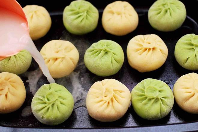 双色西葫芦韭菜生煎包的步骤