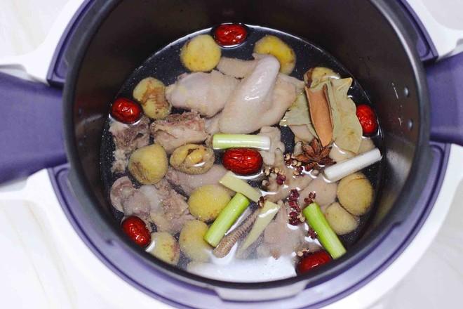 板栗炖土鸡汤怎样炒
