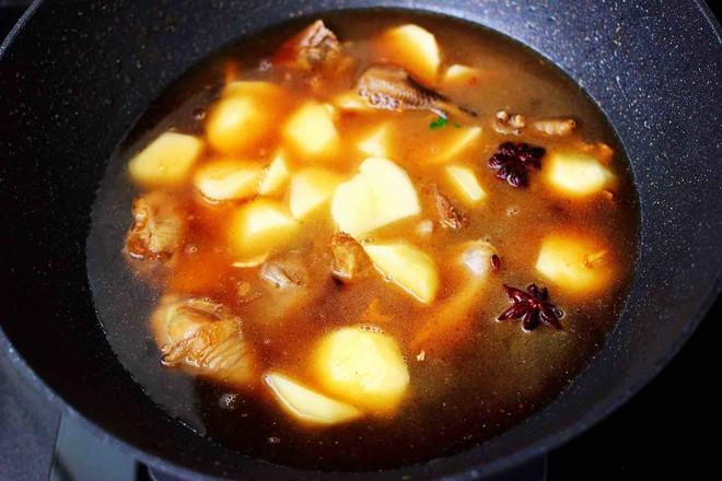 土鸡土豆粉条一锅炖怎么煸
