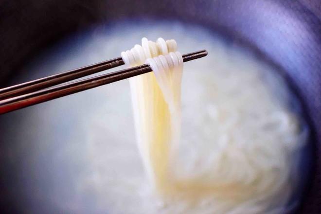田头菇鸡汤时蔬海鲜米粉怎么做